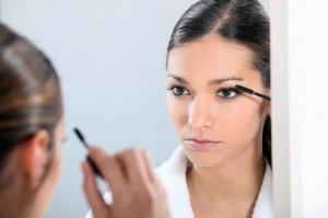 Kontaktlinsen und Make-up