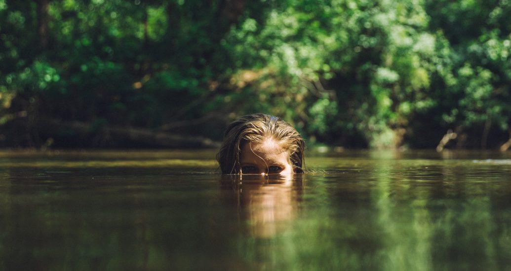 Schwimmen mit Kontaktlinsen:  Wie badetauglich sind die kleinen Sehhelfer?
