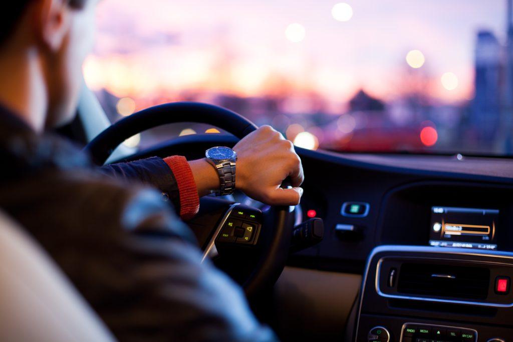 Kontaktlinsen für mehr Sicherheit im Straßenverkehr