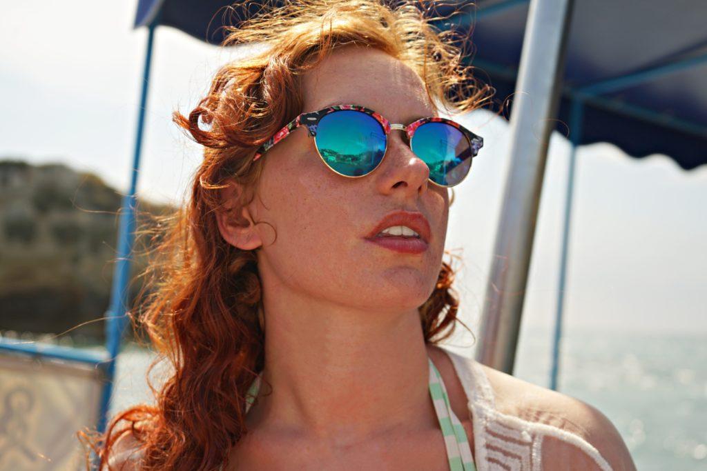 Kontaktlinsen und Sonnenbrille