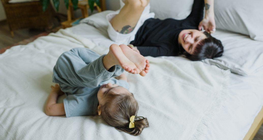 Rester à la maison avec des lentilles de contact: flexibilité maximale entre l'écran, la cuisinière et le tapis de yoga